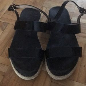 2/50$ J/Slides black leather sandals
